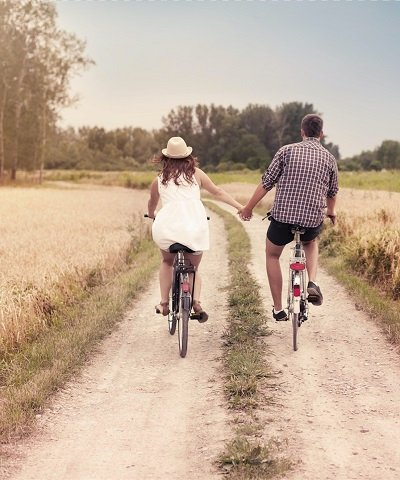 30e4519ab43c1524838536-couple-bike-image.jpg